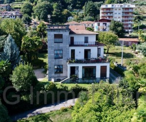 Maestosa villa d'epoca in vendita a Meina, con parco e darsena privata - Rif: 226