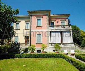 Verbania Pallanza splendida villa d'epoca - Rif: 035