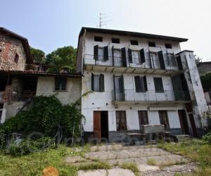 Verbania dintorni casa con giardino da riattare - Rif: 089
