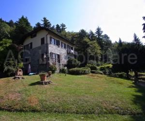 Verbania collinare villa indipendente con parco - Rif: 045